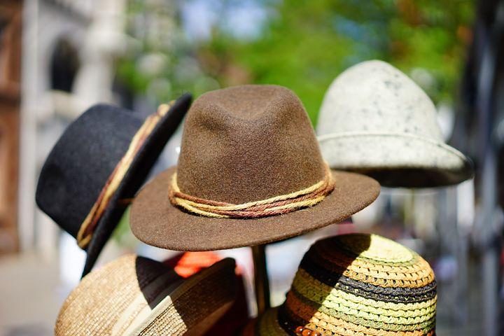 hats-829509__480
